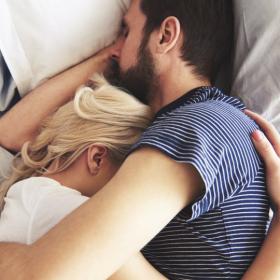 Voici de quel côté du lit il vaut mieux dormir pour être plus détendu et plus heureux