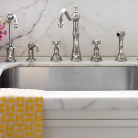 L'astuce toute simple et totalement naturelle pour déboucher un évier ou un lavabo sans plombier