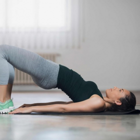 Musclez-vous les fesses facilement et sans matériel grâce à cet exercice tout simple !